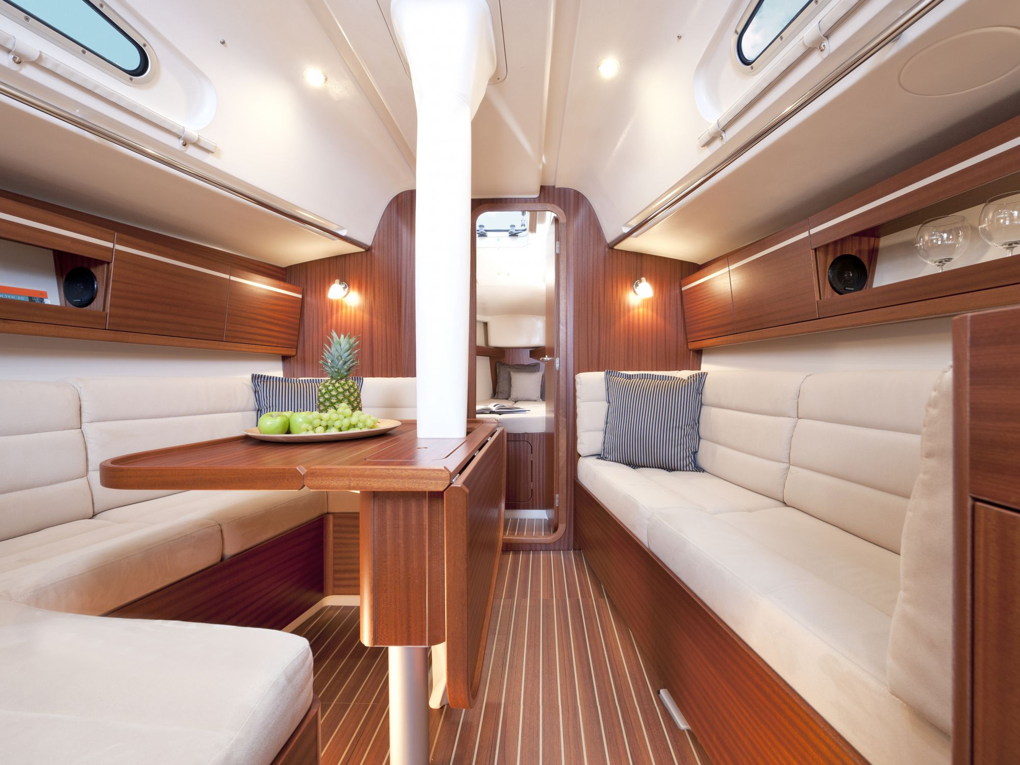 Boot Segelyachten 30 ft - 35 ft Interieur