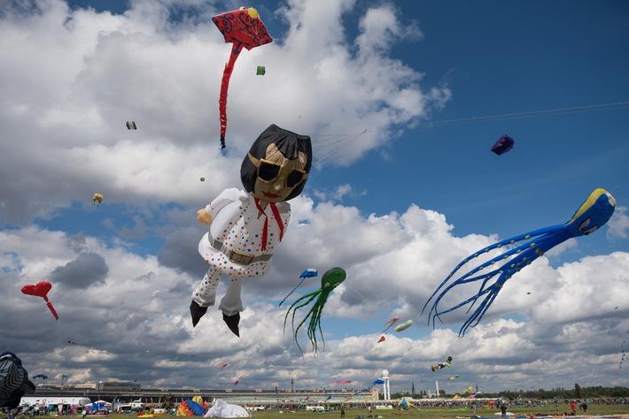 Das STADT UND LAND-Festival der RIESENDRACHEN findet auch in diesem Jahr wieder auf dem Tempelhofer Feld statt.