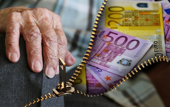 Umfrage zur privaten Altersvorsorge: Bundesbürger setzen auf Immobilien und wünschen sich mehr staatliche Unterstützung.